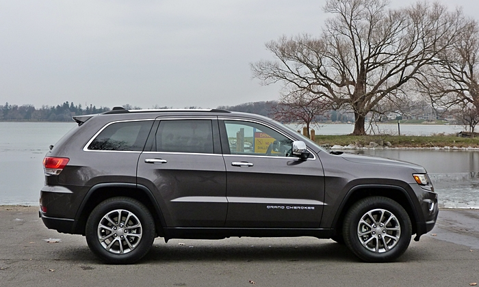 Jeep Grand Cherokee Photos: Jeep Grand Cherokee Limited side view