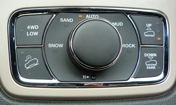 Jeep Grand Cherokee Photos: Jeep Grand Cherokee off-roading controls