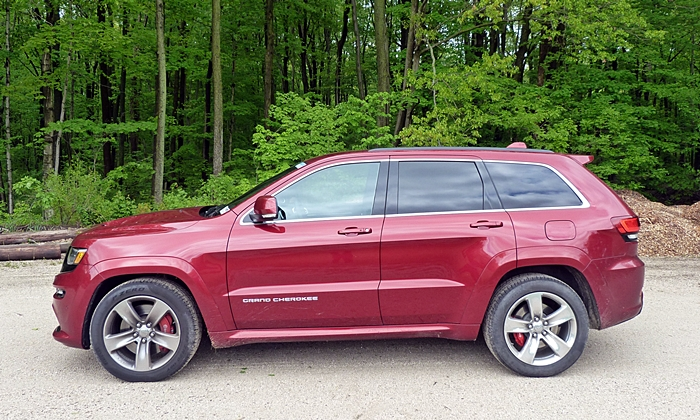 Jeep Grand Cherokee Photos: Jeep Grand Cherokee SRT side view