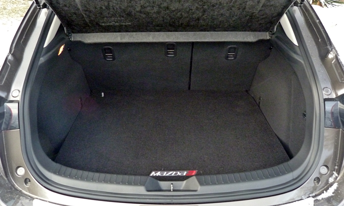 Mazda Mazda3 Photos: 2014 Mazda3 cargo area