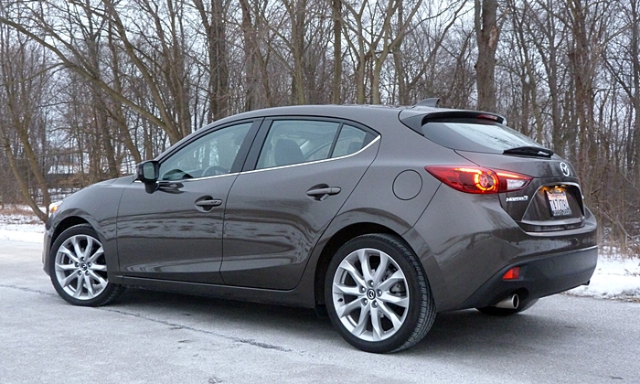 Mazda Mazda3 Photos: 2014 Mazda3 rear quarter low