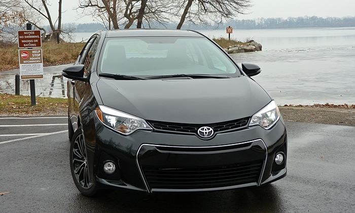 Corolla Reviews: 2014 Toyota Corolla S front view