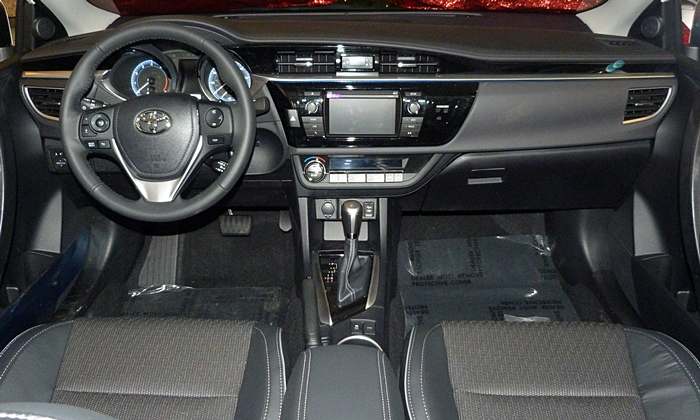 Corolla Reviews: 2014 Toyota Corolla S instrument panel full width