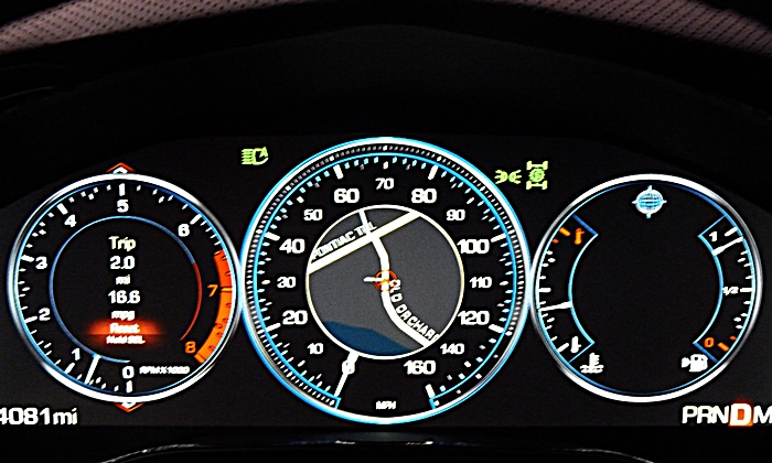 Cadillac CTS Photos: Cadillac CTS LCD instrument cluster balanced mode