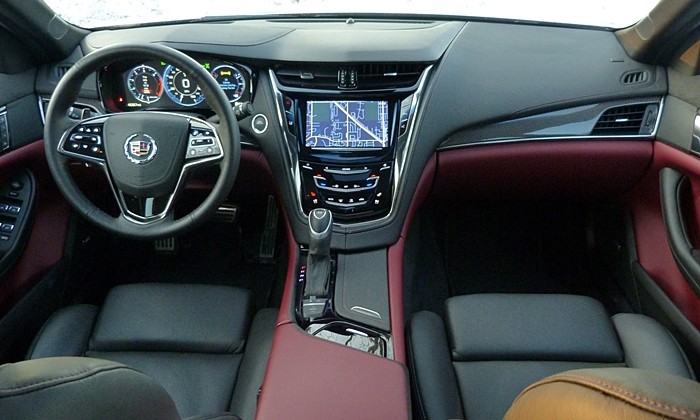Cadillac CTS Photos: Cadillac CTS instrument panel full width