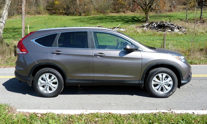 Subaru Forester Photos: Honda CR-V side view