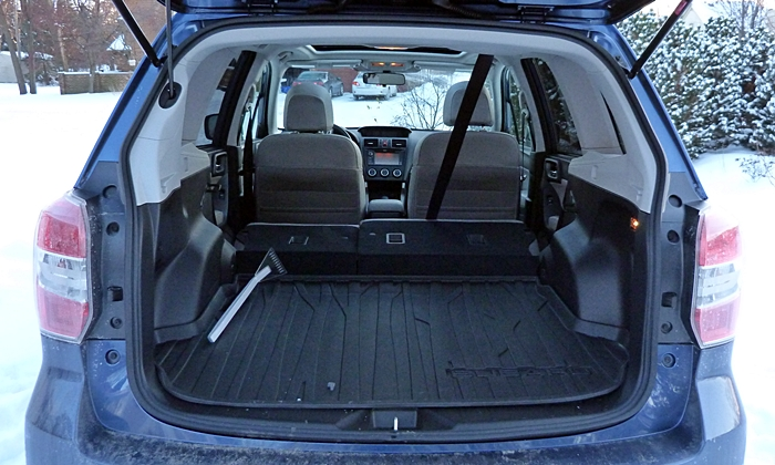 Subaru Forester Photos: Subaru Forester 2.5i cargo area seat folded