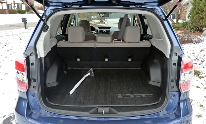 Subaru Forester Photos: Subaru Forester 2.5i cargo area