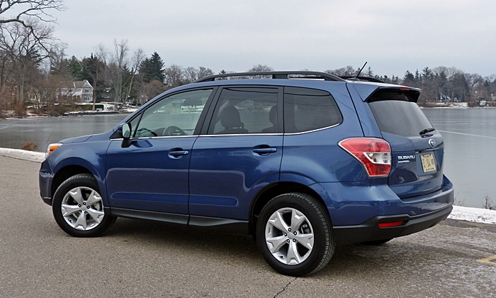 Subaru Forester Photos: Subaru Forester 2.5i rear quarter view
