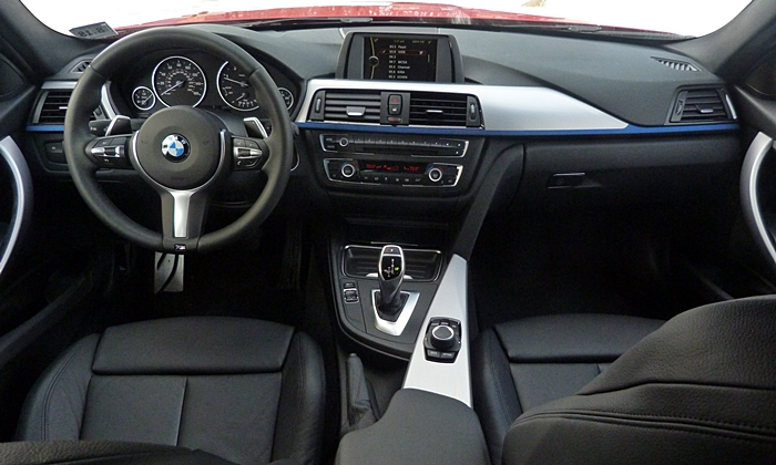 BMW 3-Series Photos: BMW 328d instrument panel full width