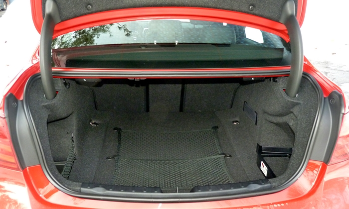 3-Series Reviews: BMW 328d trunk