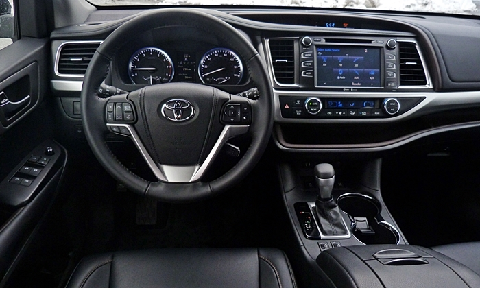Highlander Reviews: Toyota Highlander instrument panel