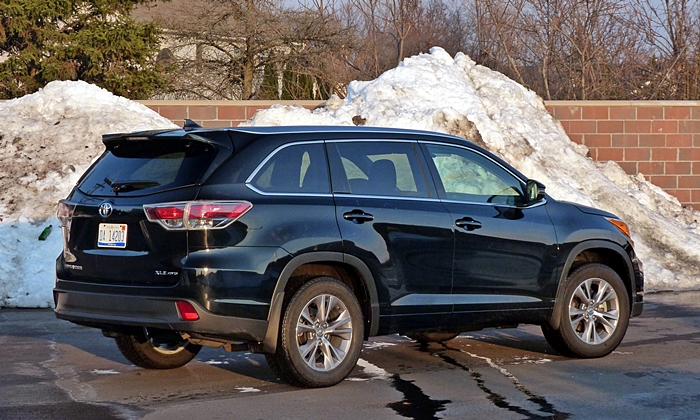 Highlander Reviews: Toyota Highlander rear quarter view