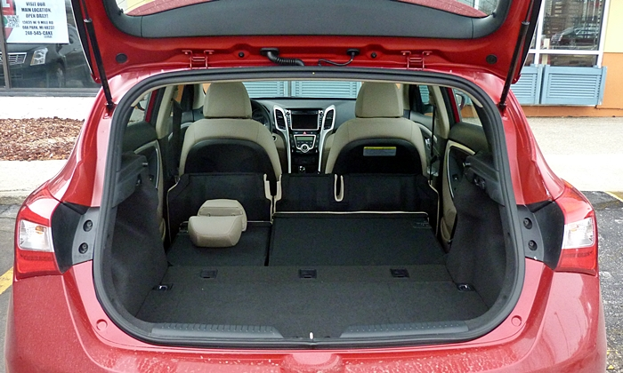 Elantra GT Reviews: Hyundai Elantra GT cargo area seat folded