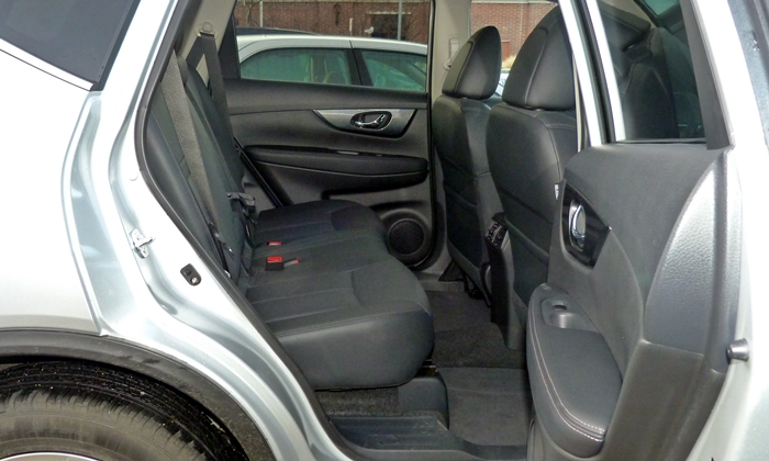 does 2010 nissan rogue have 3rd row seating. Black Bedroom Furniture Sets. Home Design Ideas
