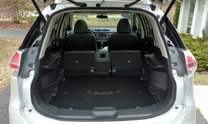 Nissan Rogue Photos: Nissan Rogue cargo area seats folded