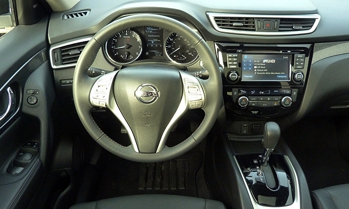 Rogue Reviews: Nissan Rogue instrument panel