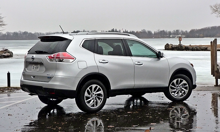 Rogue Reviews: Nissan Rogue rear quarter view