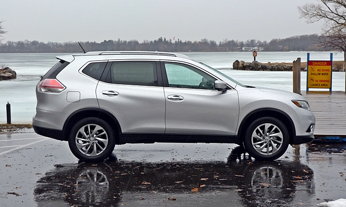 Nissan Rogue Photos: Nissan Rogue side view