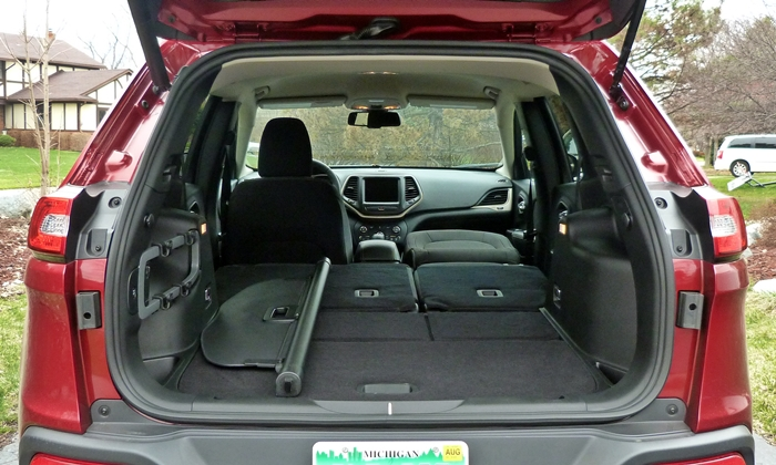 Cherokee Reviews: Jeep Cherokee cargo area all seats folded