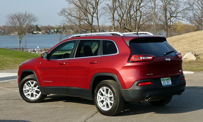 Cherokee Reviews: Jeep Cherokee rear quarter view