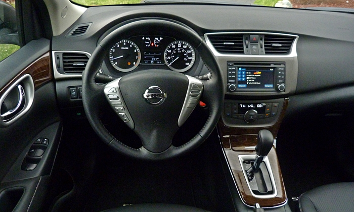 Sentra Reviews: 2014 Nissan Sentra instrument panel