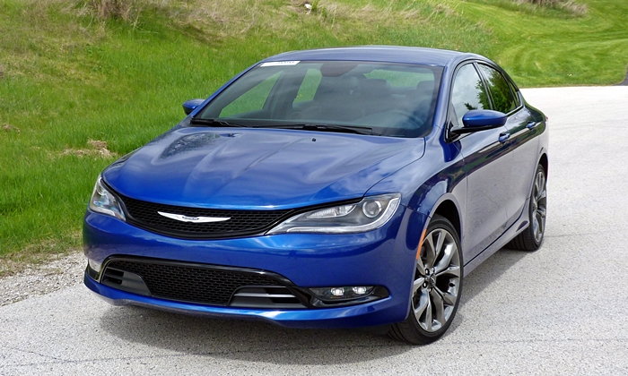 200 Reviews: Chrysler 200S front view