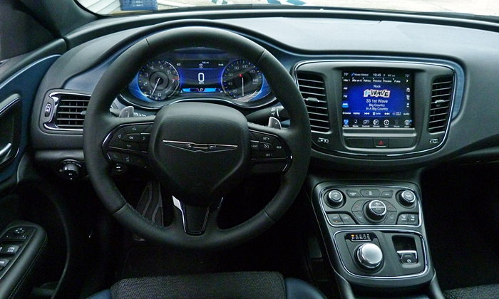 200 Reviews: Chrysler 200S instrument panel