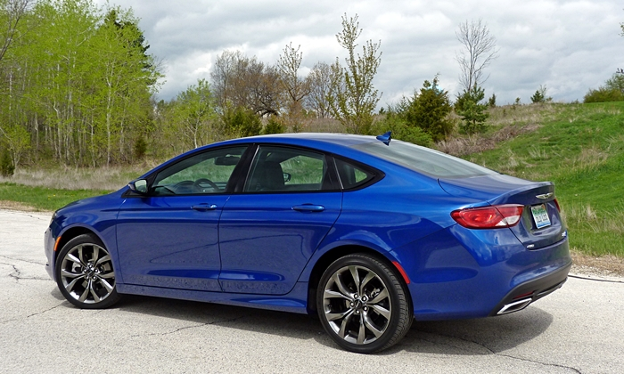 200 Reviews: Chrysler 200S rear quarter view
