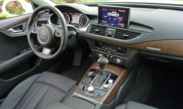 BMW 6-Series Gran Coupe Photos: Audi A7 interior right view