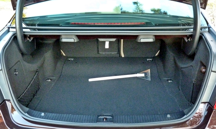 Mercedes-Benz E-Class Photos: Mercedes-Benz E-Class trunk