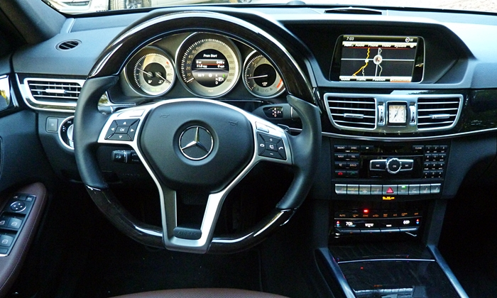 Mercedes-Benz E-Class Photos: Mercedes-Benz E250 BlueTEC instrument panel