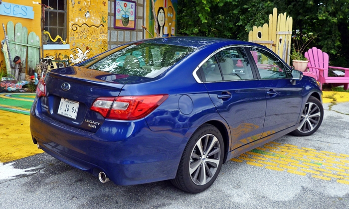 Subaru Legacy Photos: Subaru Legacy 3.6R Limited rear angle view