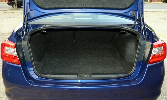Legacy Reviews: Subaru Legacy trunk