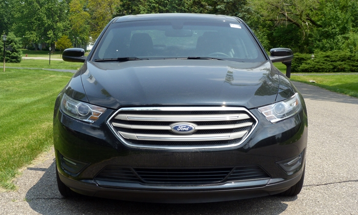 Subaru Legacy Photos: Ford Taurus front view