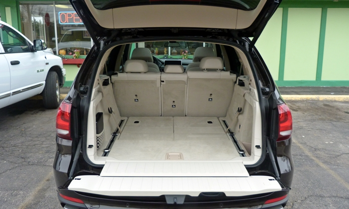 bmw x5 photos 2014 bmw x5 cargo area third row folded. Black Bedroom Furniture Sets. Home Design Ideas