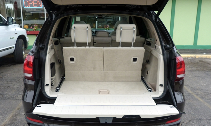 BMW X5 Photos: 2014 BMW X5 cargo area