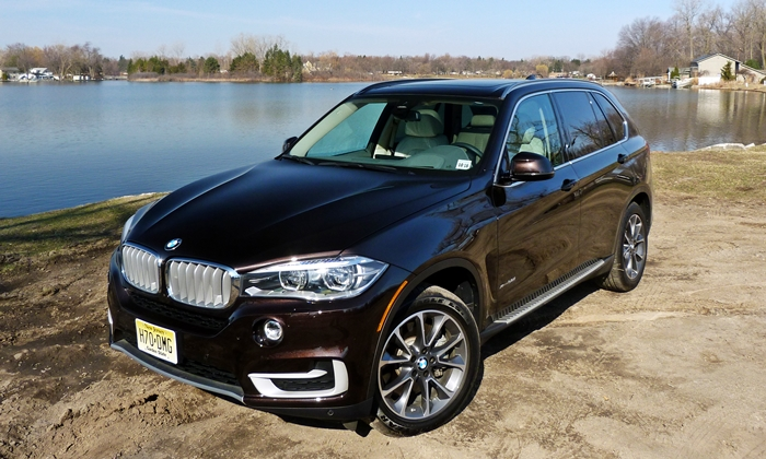 BMW X5 Photos: 2014 BMW X5 high front angle
