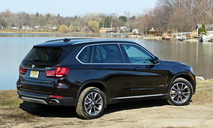 BMW X5 Photos: 2014 BMW X5 rear quarter view