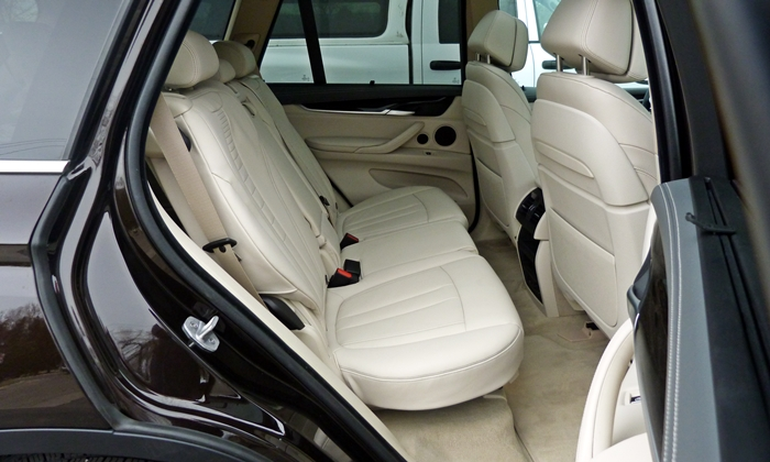 BMW X5 Photos: 2014 BMW X5 rear seat