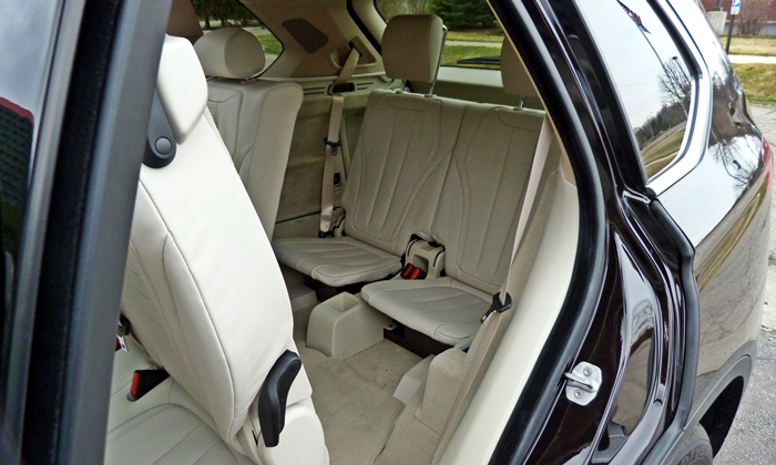 BMW X5 Photos: 2014 BMW X5 third-row seat
