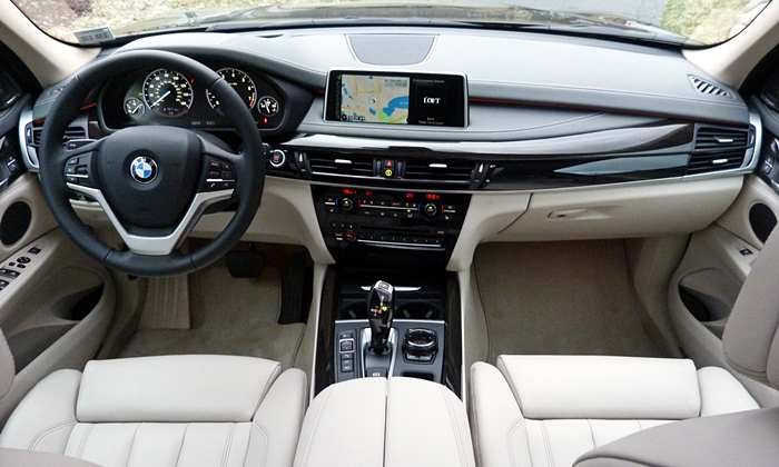 Land Rover Range Rover Sport Photos: BMW X5 instrument panel full width