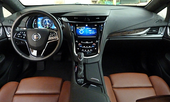 Cadillac ELR Photos: Cadillac ELR instrument panel full width