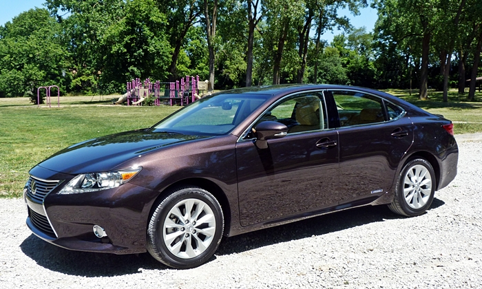 Lincoln MKZ Photos: Lexus ES 300h front quarter view