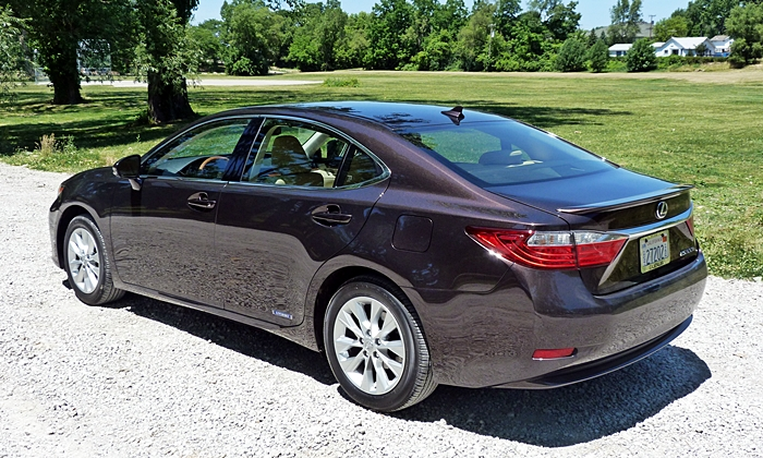 Lincoln MKZ Photos: Lexus ES 300h rear quarter view