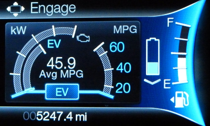 Lincoln MKZ Photos: Lincoln MKZ Hybrid instruments in Engage mode