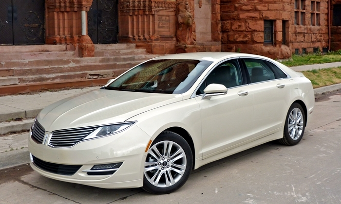 Lincoln MKZ Hybrid high front quarter view