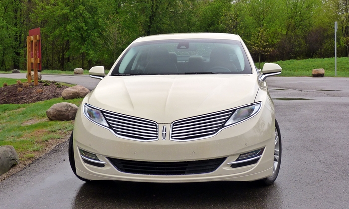 Lincoln MKZ Photos: Lincoln MKZ Hybrid front view