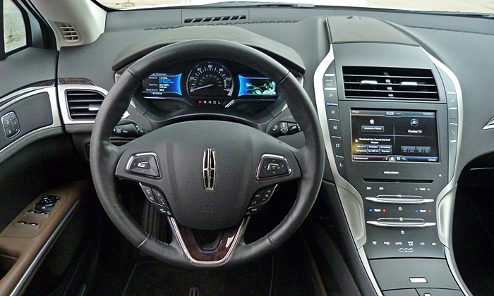 Lincoln MKZ Photos: Lincoln MKZ Hybrid instrument panel