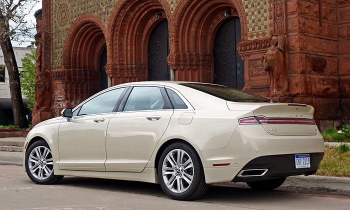 Lincoln MKZ Photos: Lincoln MKZ Hybrid low rear quarter view